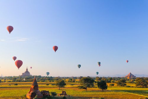 Balloons in Bagan (photo: courtesy of Lin Lei Lei Tun)