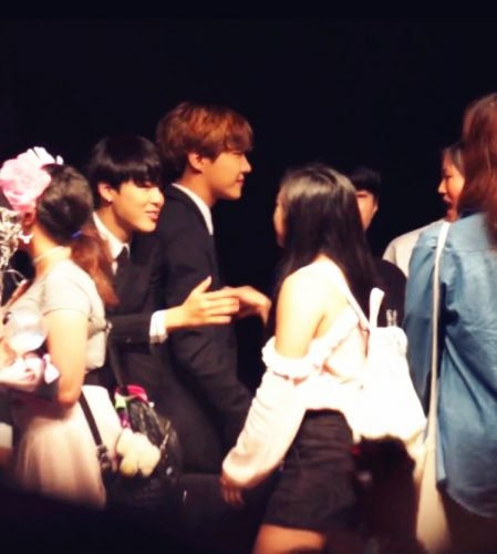 Gao Lo meeting Jimin of BTS at KCON event